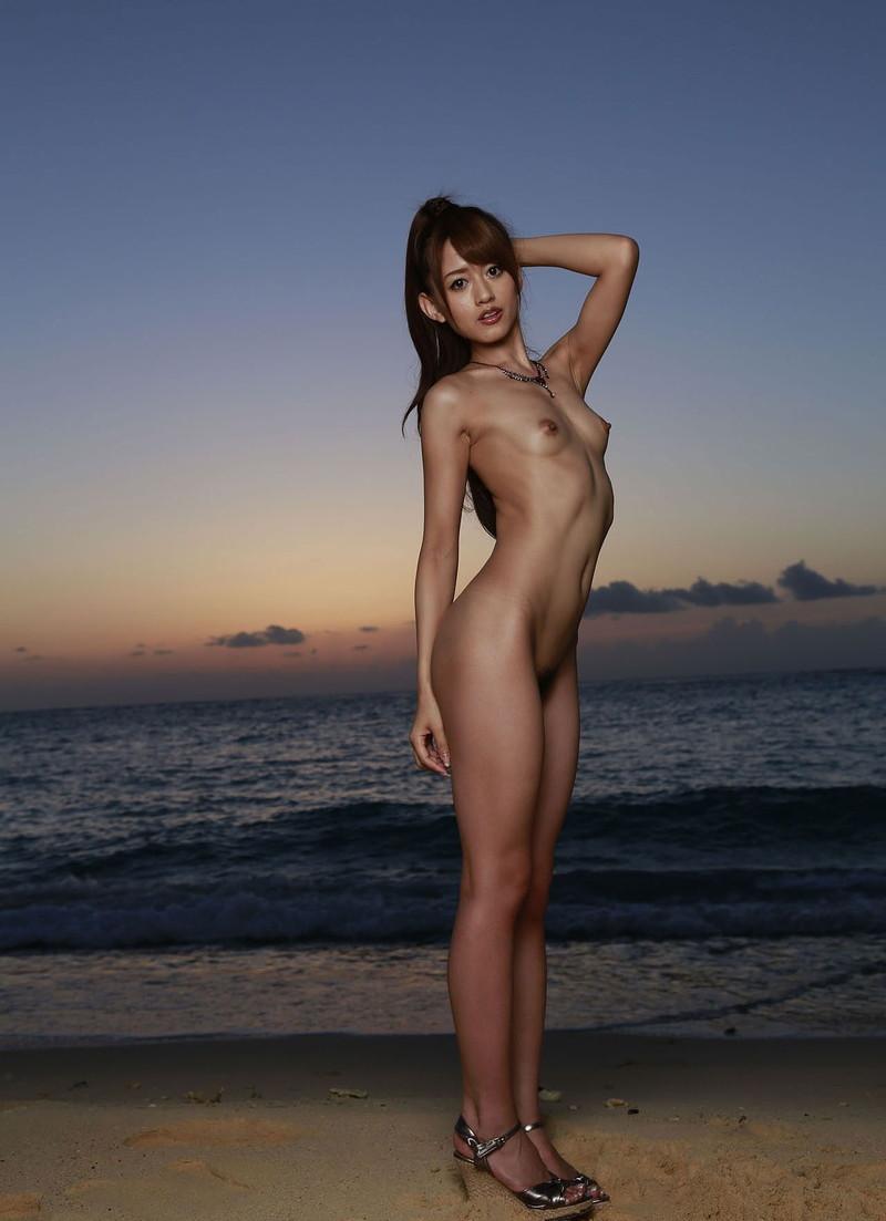 細身の美女の裸にムラムラ!