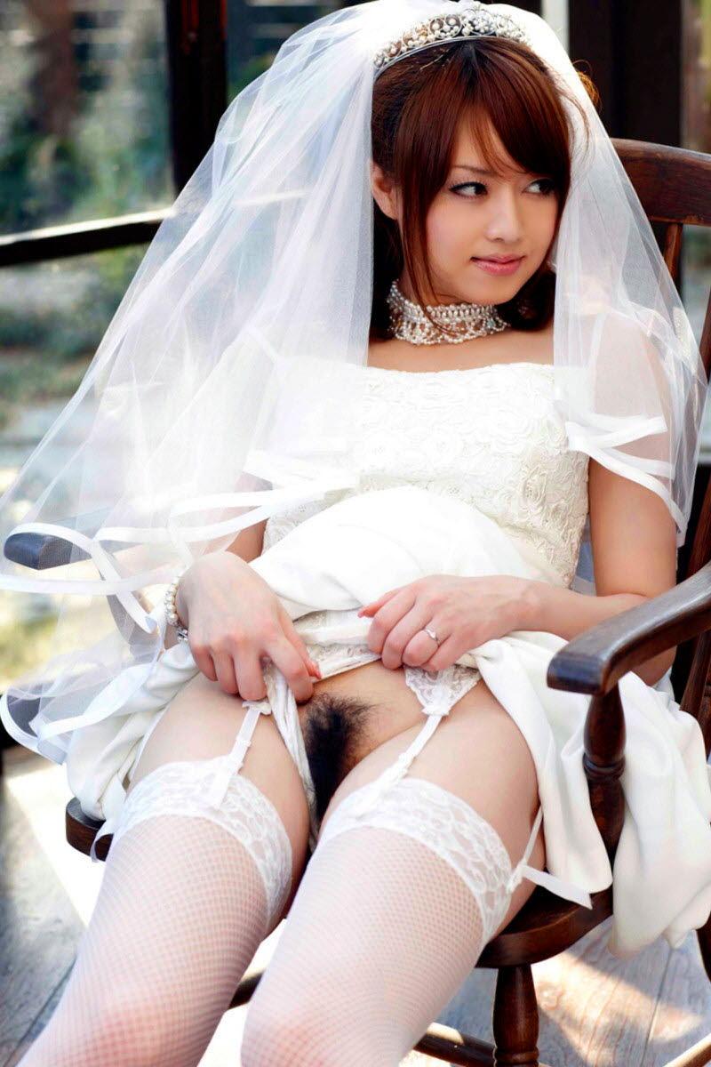 ウエディングドレスでノーパン!