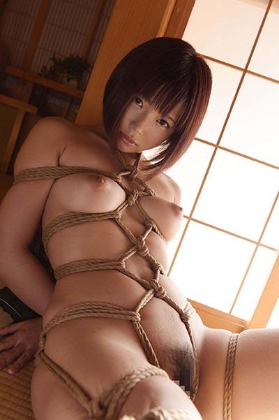 紗倉まなさんが全裸で緊縛されて…