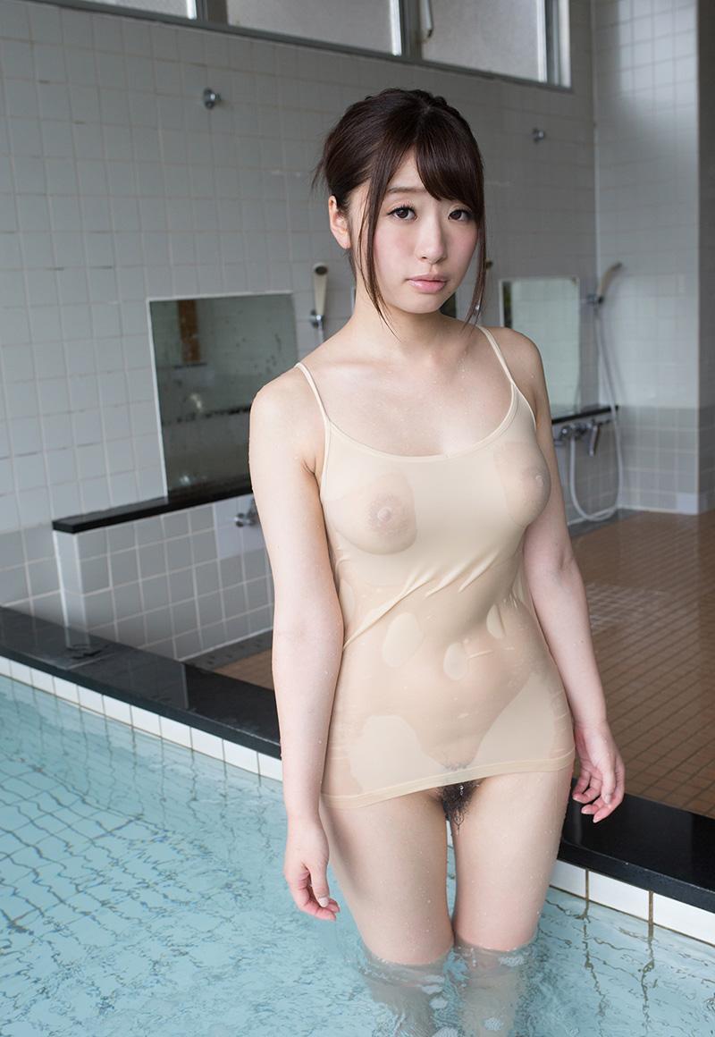 濡れスケ美女がボトムレス!