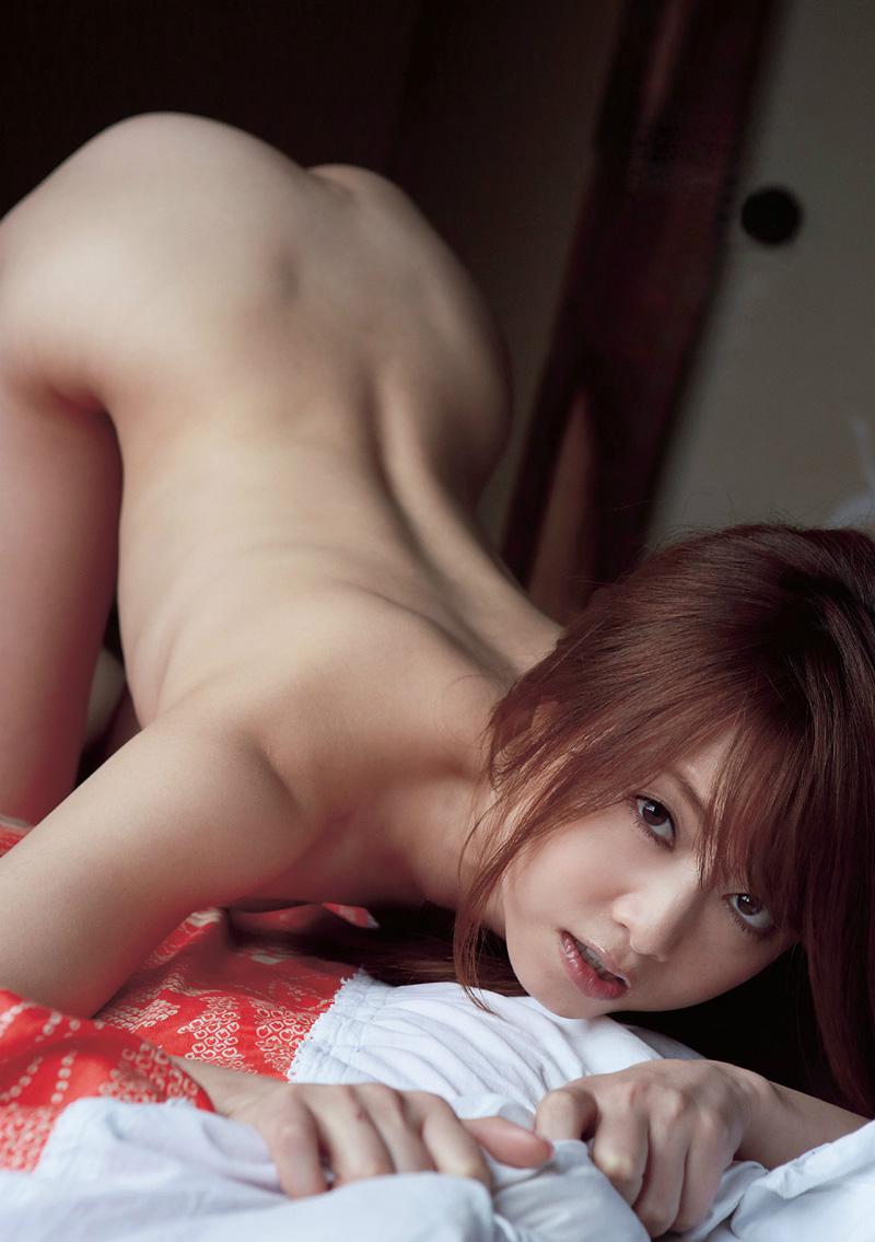 全裸で女豹ポーズする吉沢明歩さん!