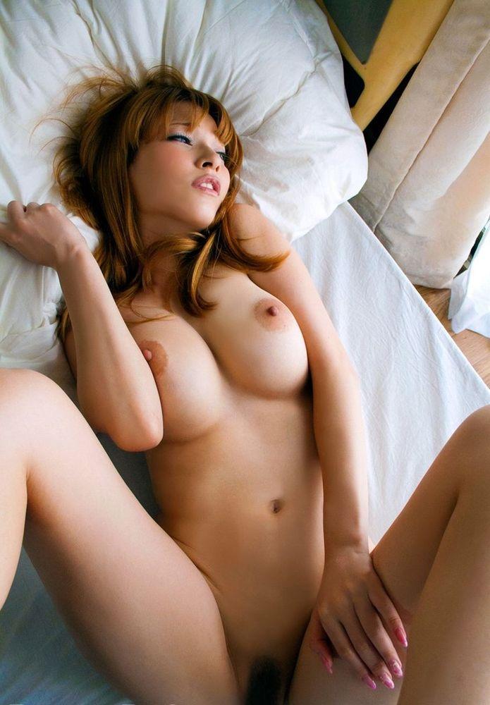 金髪美女の巨乳が丸見え!