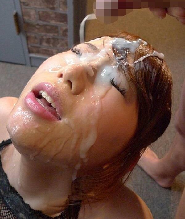 大量顔射で溜まる精液!