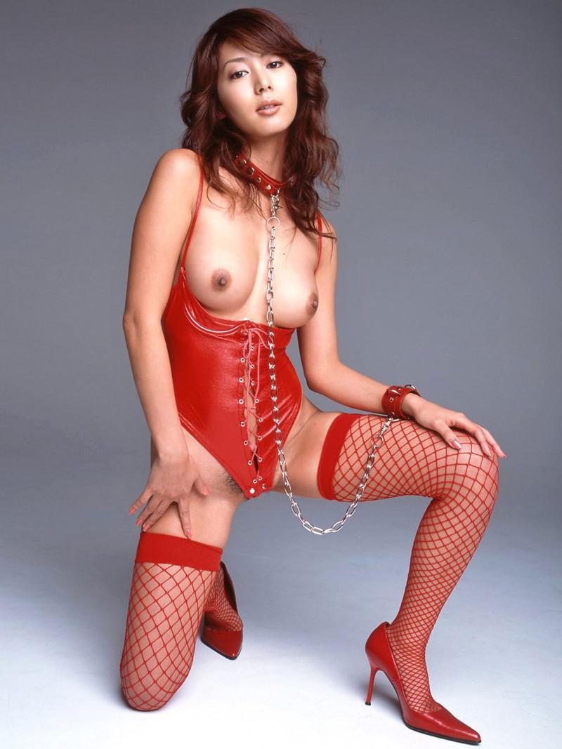 セクシーなスレンダー美女がボンデージ姿!