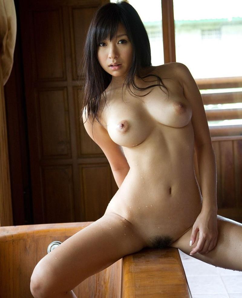 小倉奈々さんの入浴シーン!