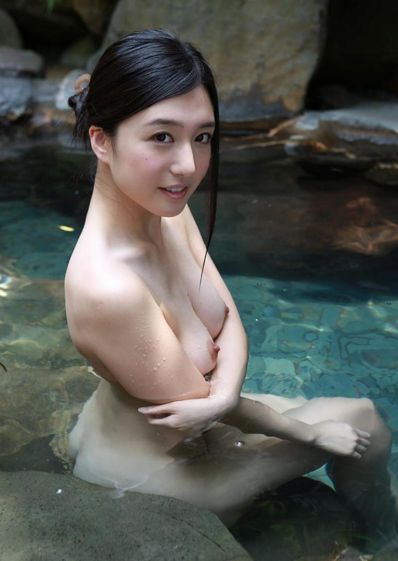 色っぽい美女の入浴シーン!