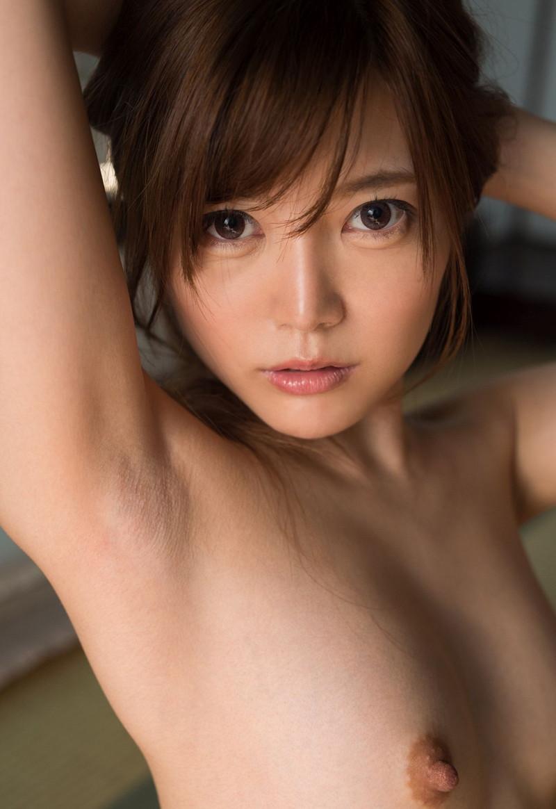 綺麗な腋を接写で!