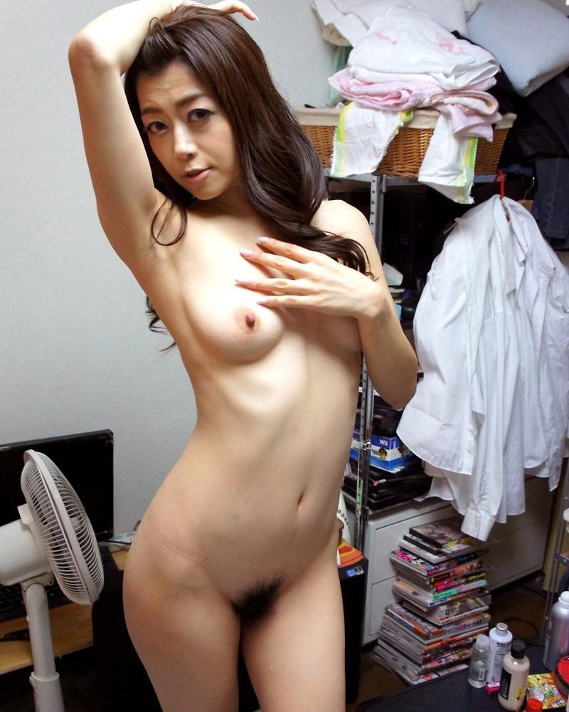 綺麗な腋の美熟女!