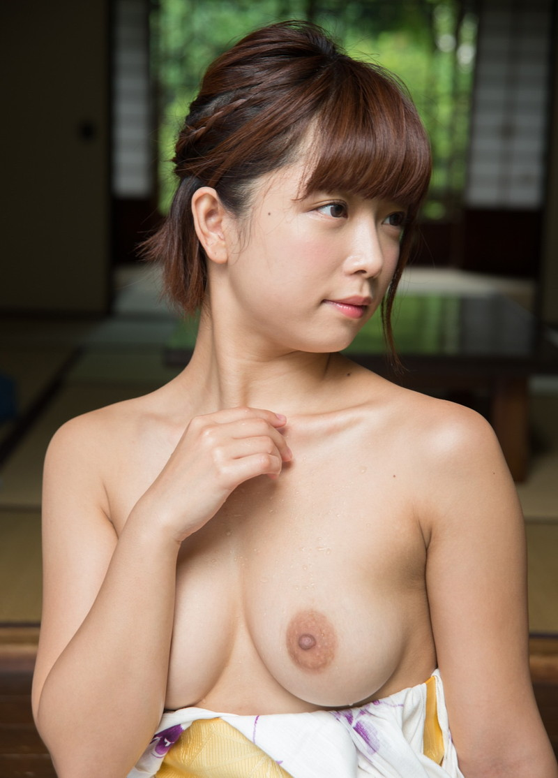 和服から覗く美乳にメロメロ!
