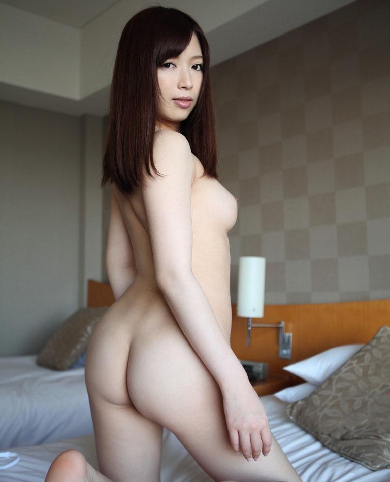 美女の全裸を後ろ姿で!