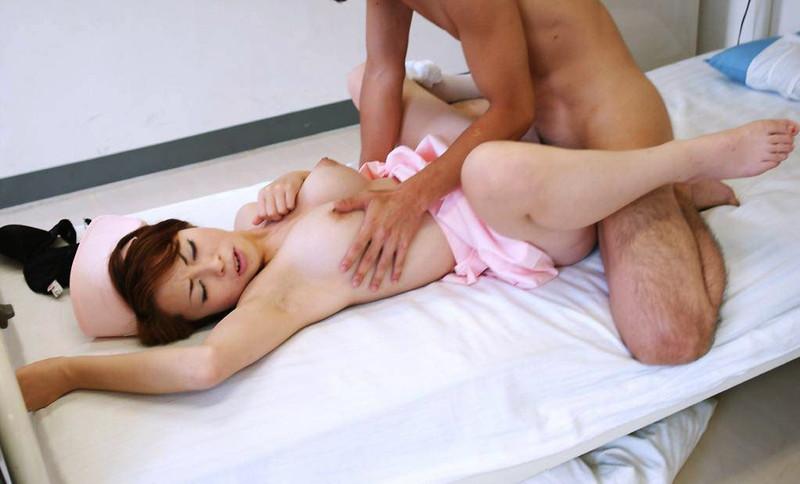 巨乳ナースさんがお色気ムンムン!