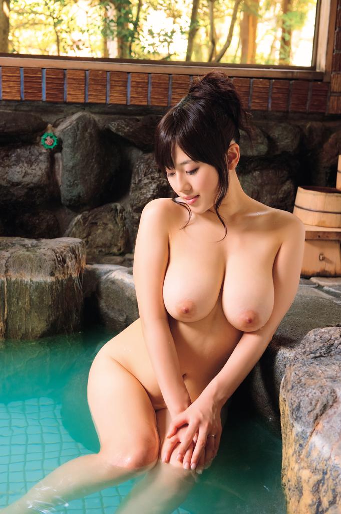 巨乳美女が入浴中!
