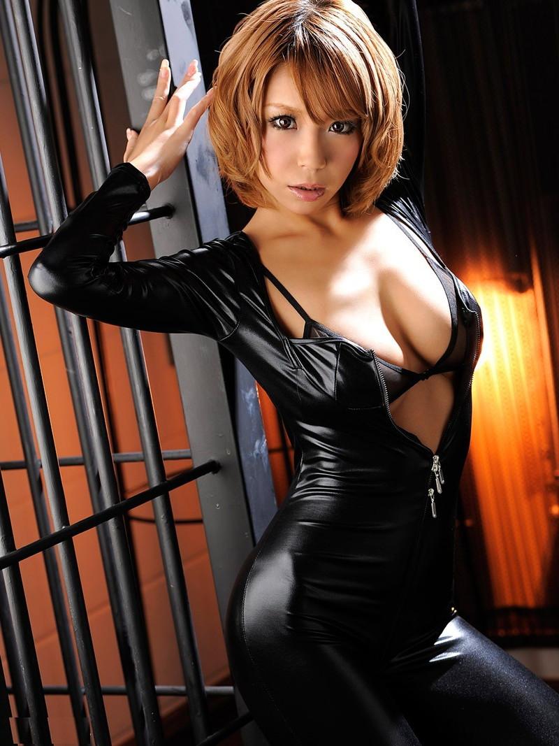 黒ギャルのキャットスーツ!