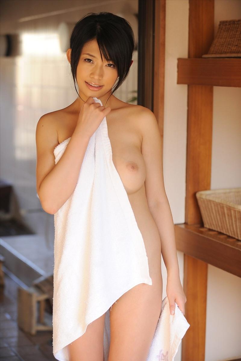 片乳ポロリの風呂上がり!