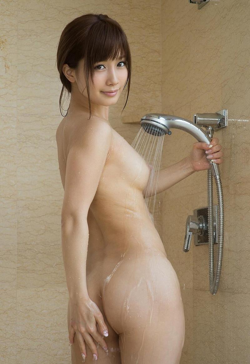 シャワー浴びてる美女の美尻!