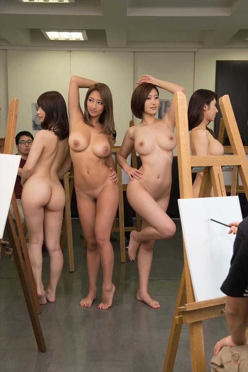 クビレと巨乳が半端なくエロいんで、裸を見ただけで勃起が止まらない!