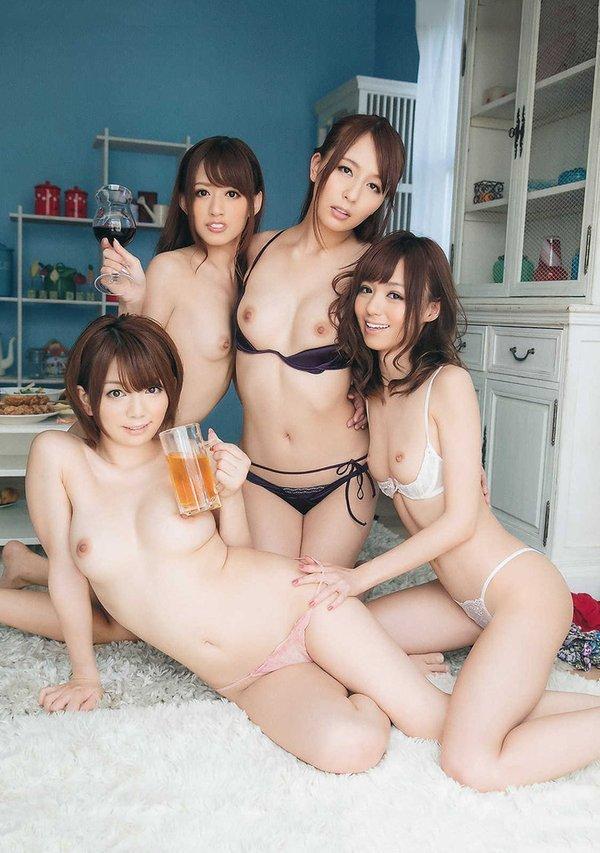 トップレス美女達と飲み会したい!