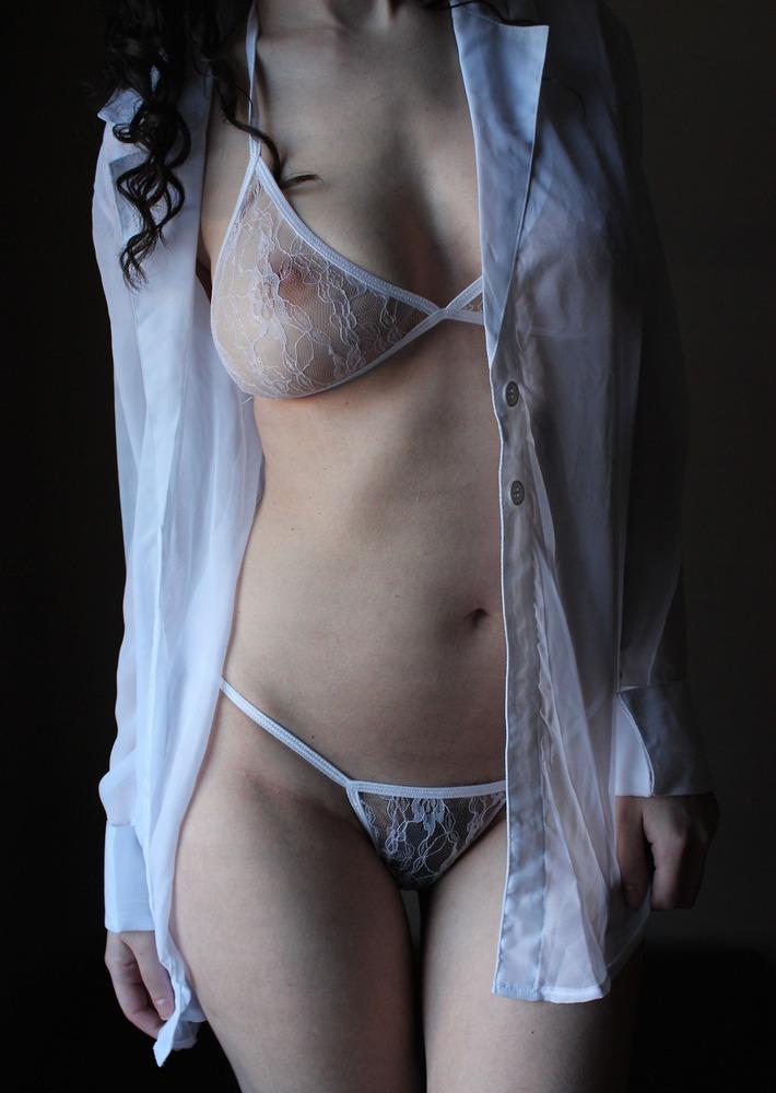 乳首が透けて見えて色っぽい!