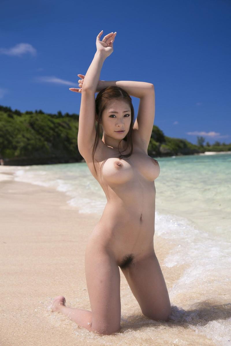 ビーチでフルヌード!