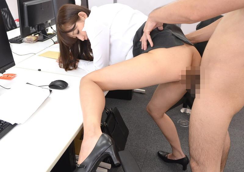オフィスで着衣セックス!