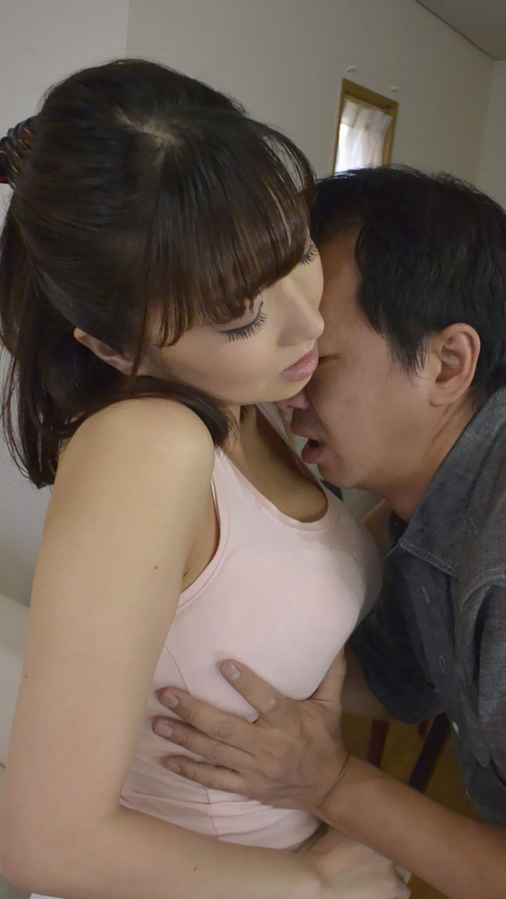 抱きしめ合いながら乳揉み!