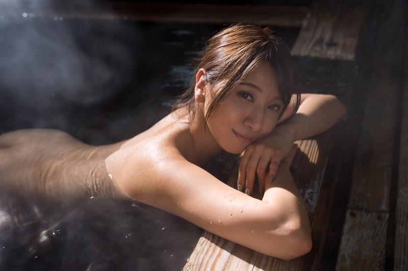 湯けむりと全裸美女!