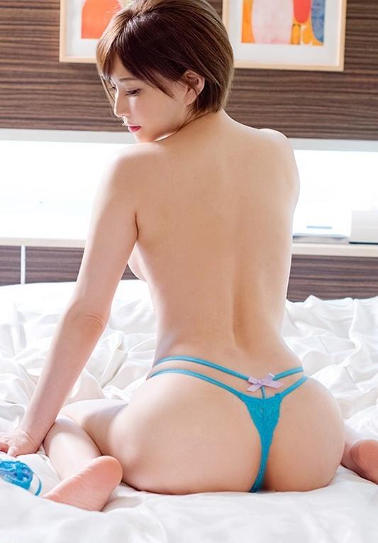 青のTバックがセクシーな美女!
