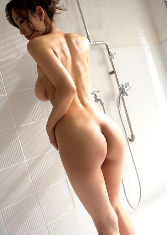 シャワー中のむっちり美女!