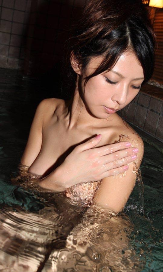 お風呂に入る美女が色っぽい!