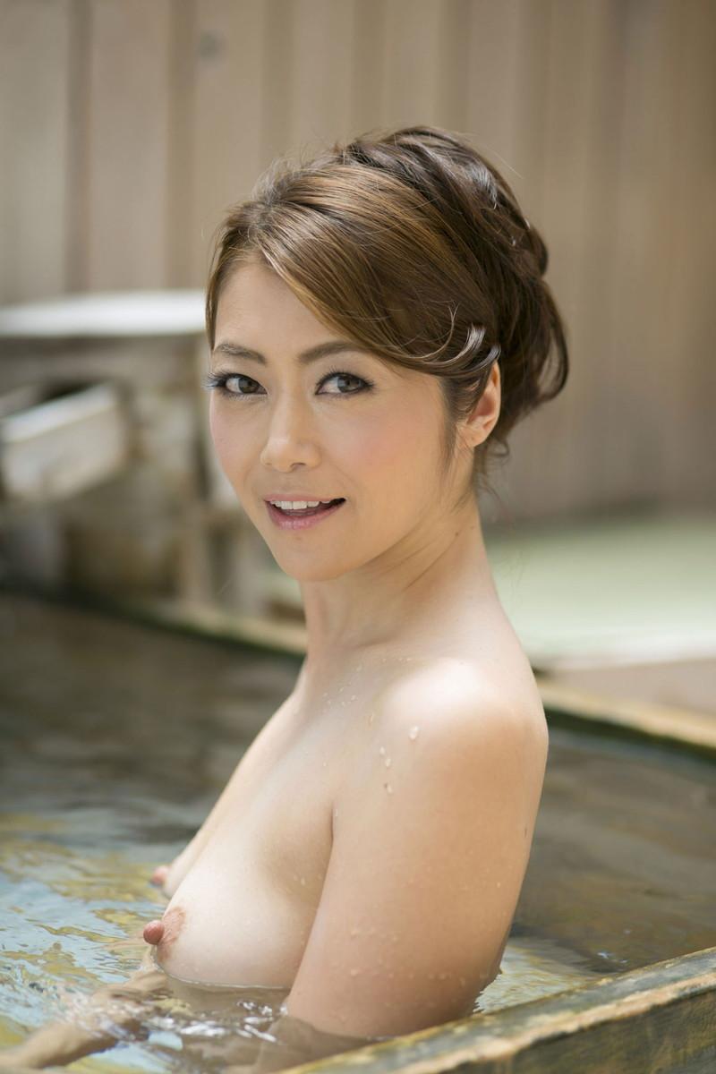 美熟女との混浴が楽しめる!