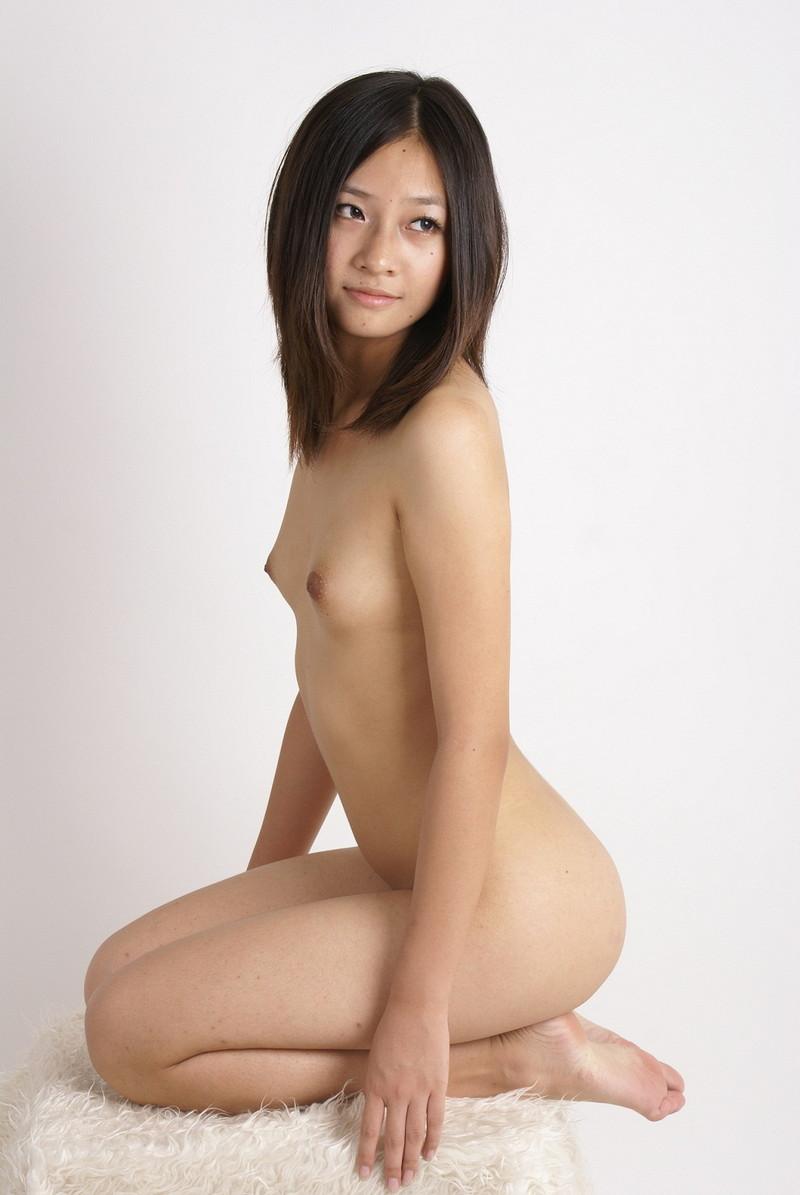 横アングルで見る全裸で正座!