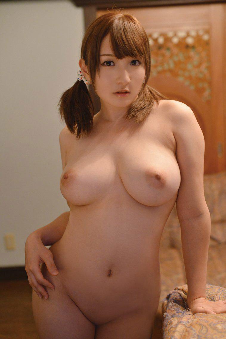 巨乳美少女のフルヌード!