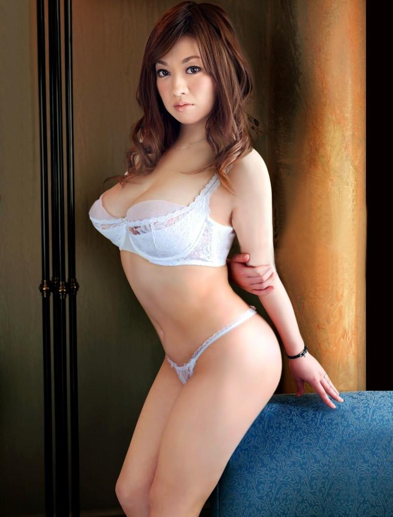 爆乳美女が白下着!