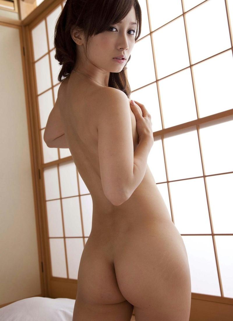 美尻がお姉さんが全裸!