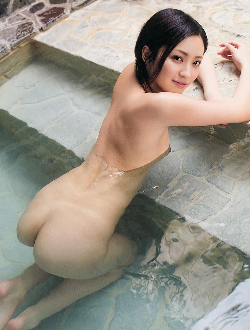 色っぽい美女が入浴中!