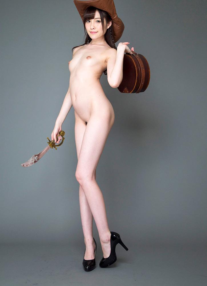 全裸にヒールなお姉さん!