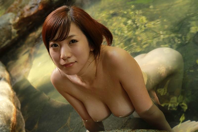 垂れ乳がそそる美女との温泉!