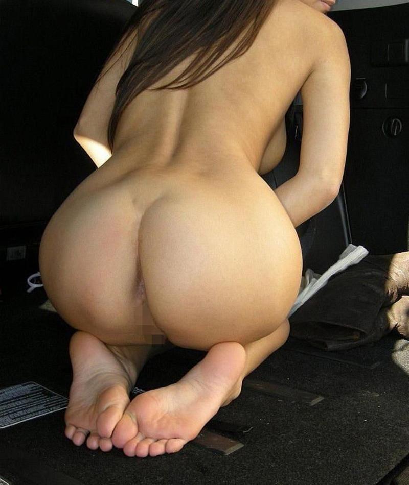 おまんこもチラ見えしてる全裸で正座!