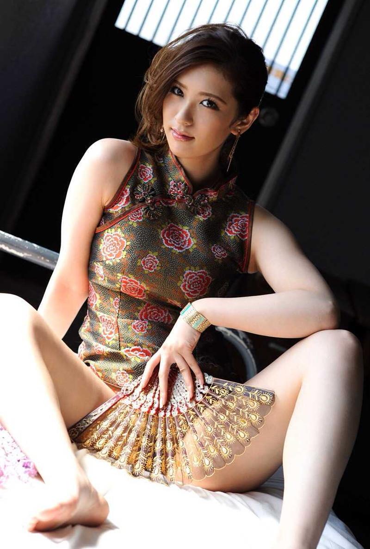 美女のチャイナドレスって素敵!