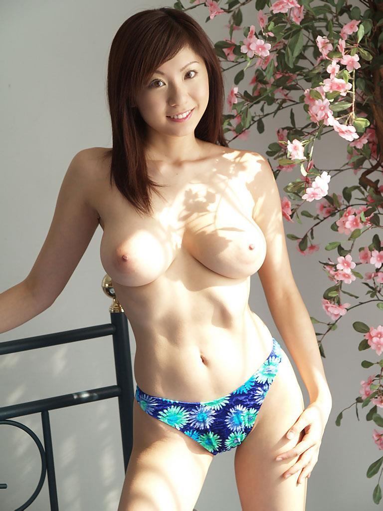 麻美ゆまさんの巨乳!