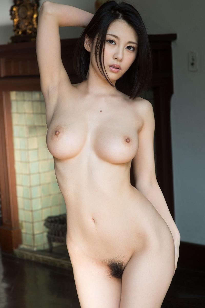 美女の綺麗な裸にムラムラ!