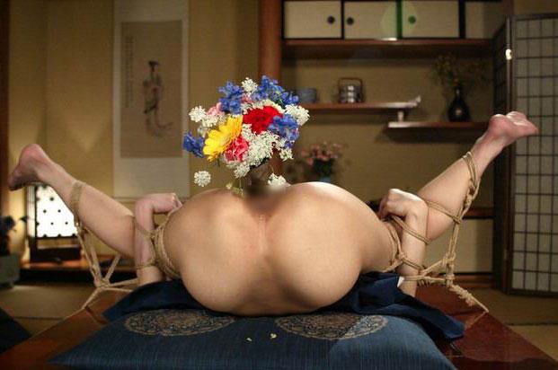 奥さん…アナルから花が…