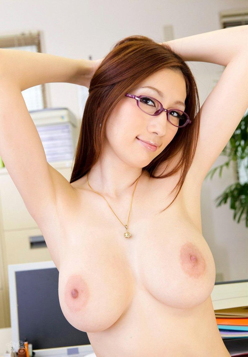 眼鏡美女の綺麗な腋!