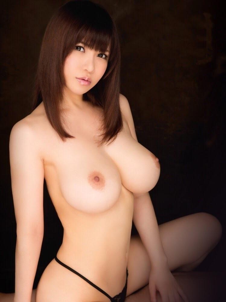 巨乳なのにスレンダーな美女!