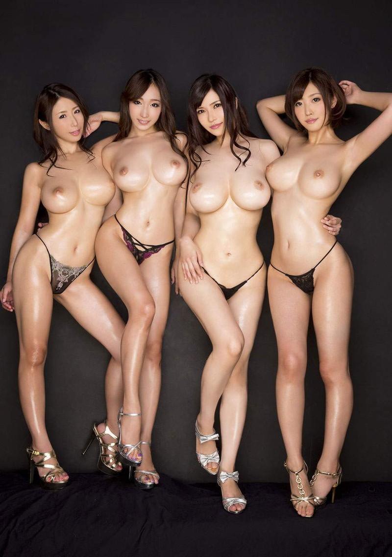 くびれと巨乳が色っぽいトップレス美女達!
