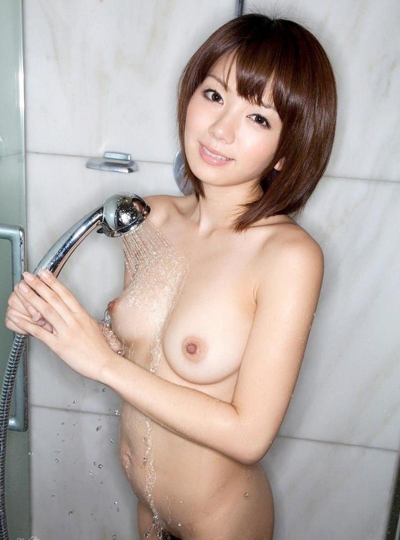 シャワー中のショートカット美女!
