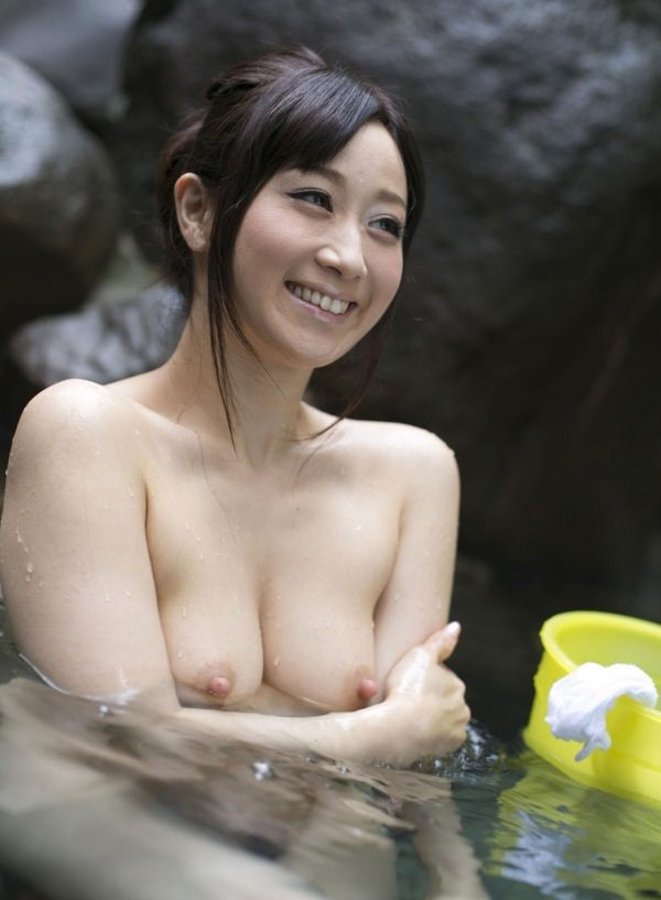 湯船に浸かる美熟女が色っぽい!