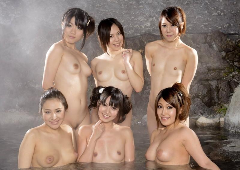 温泉に入ってるお姉さん達にご一緒したい!?