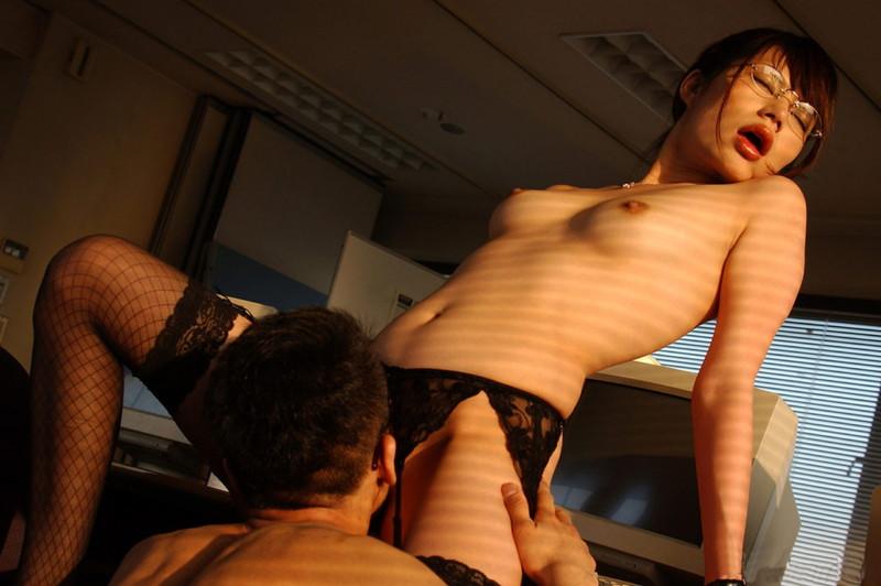 全裸に網タイツのお姉さんにクンニ!