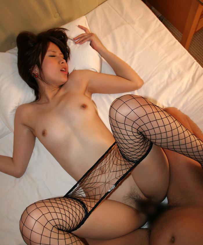 全裸に網タイツがセクシーな美女とのセックス!